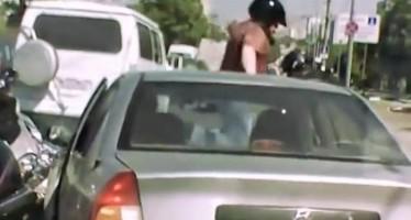 Ρώσος μοτοσικλετιστής επιλέγει λάθος άνθρωπο να πουλήσει την μαγκιά του