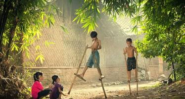 Παιδιά από όλο τον κόσμο παίζουν με διαφορετικούς τρόπους (εικόνες)