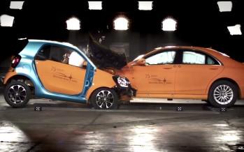 Crash Test: Το νέο Smart συγκρούεται με μια S-Class