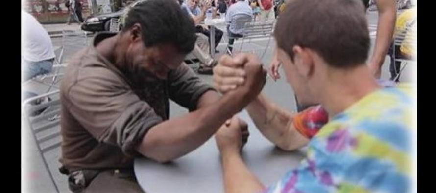 Έβαλαν 2 άστεγους να συναγωνιστούν στο μπραντ εφέρ με απίστευτο τέλος!