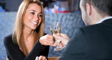 Ποιος πληρώνει στο πρώτο ραντεβού; Ο άντρας ή η γυναίκα;