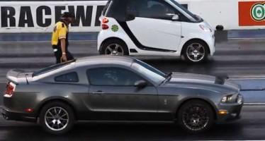 Smart vs Mustang: Τι λες να γίνει;