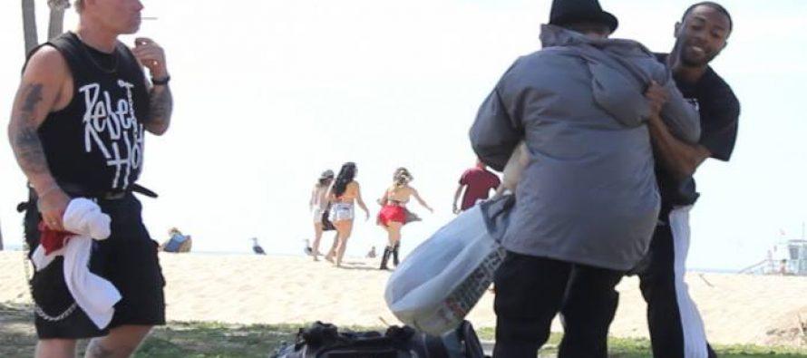 Τι θα έκανες αν έβλεπες να χτυπούν έναν άστεγο;