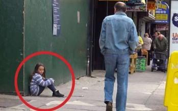 Έκανε ότι έχασε την μαμά της και δες ποιος την πλησίασε!