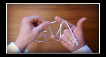 Πως να δέσεις τα ακουστικά σου για να μην μπερδευτούν!
