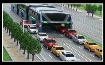 """Λεωφορείο στην Κίνα """"καταπίνει"""" την κίνηση!"""