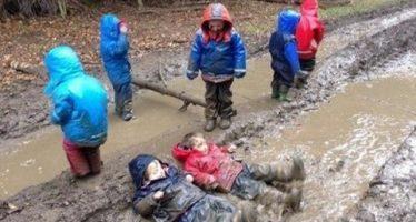 10 Παιδιά που ξέδωσαν παίζοντας έξω!
