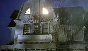 8 Στοιχειωμένα σπίτια που μπορείς να αγοράσεις αυτή τη στιγμή!