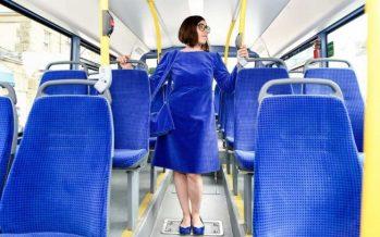 7 Γυναίκες που ντύθηκαν σαν τα μέσα μαζικής μεταφοράς!