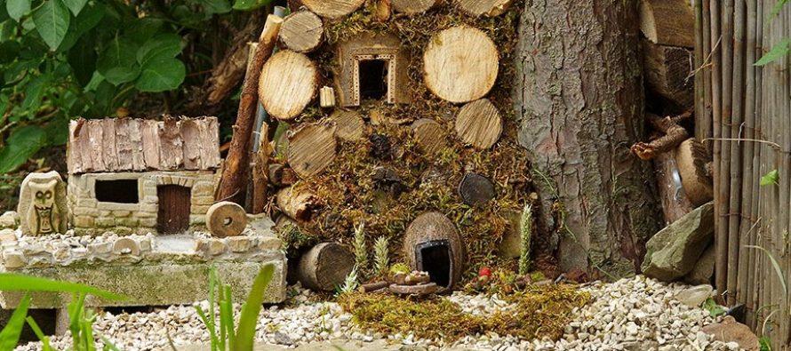 Άνδρας έφτιαξε ένα μικροσκοπικό χωριό για ποντίκια!