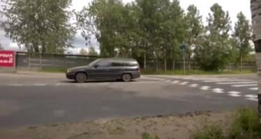 Ρώσος οδηγεί αμάξι χωρίς αμορτισέρ (βίντεο)