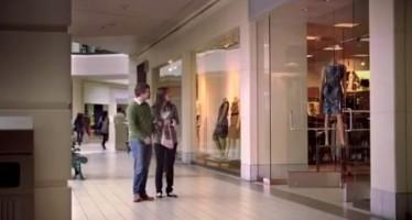 Σου ζητάει να κρατήσεις την τσάντα της; Ιδού η λύση (βίντεο)