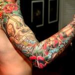 τατουάζ μανίκιΤα τατουάζ διαφόρων ειδών και σχεδίων αποτελούν τη μόδα της εποχής.Ένα τατουάζ μανίκι συνίσταται συνήθως αν έχεις ήδη εξοικειωθεί με την ιδέα του tattoo στο σώμα σου γιατί όπως καταλαβαίνεις μιλάμε για μεγάλα σχέδια αλλά φαντάζομαι αυτό το ξέρεις ήδη... Κυρίως άντρες αλλά και γυναίκες όλων των ηλικιών στολίζουν τα χέρια τους με την τέχνη του τατουάζ