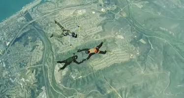Full Contact Skydiving: Παίζουν ξύλο κάνοντας ελεύθερη πτώση (βίντεο)