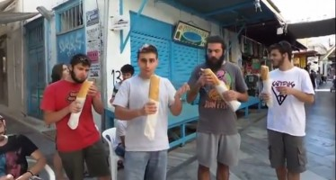 Έλληνας κατάφερε να φάει hot dog μισό μέτρο σε χρόνο ρεκόρ (Βίντεο)
