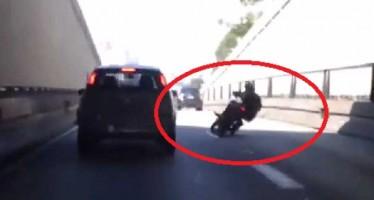 VIDEO: Αυτός είναι ο πιο χαζός μοτοσικλετιστής της χρονιάς!