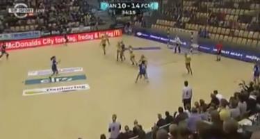 Ένα διαφορετικό στιγμιότυπο πτώσης σε γυναικείο Handball (βίντεο)