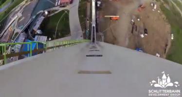 Δοκιμάζοντας τη μεγαλύτερη νεροτσουλήθρα του κόσμου (βίντεο)
