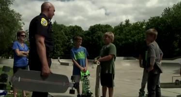 Ο αστυνομικός με το διαφορετικό περιπολικό (βίντεο)