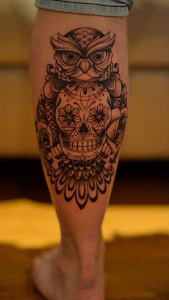 αντρικά και γυναικεία τατουάζ στη γάμπα