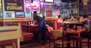Αυτός είναι ο πιο γρήγορος σερβιτόρος που υπάρχει (βίντεο)