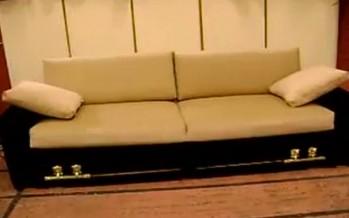 Δεν μπορείτε να φανταστείτε τι «γίνεται» αυτός ο καναπές!