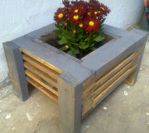 How to build wood pots for your plants