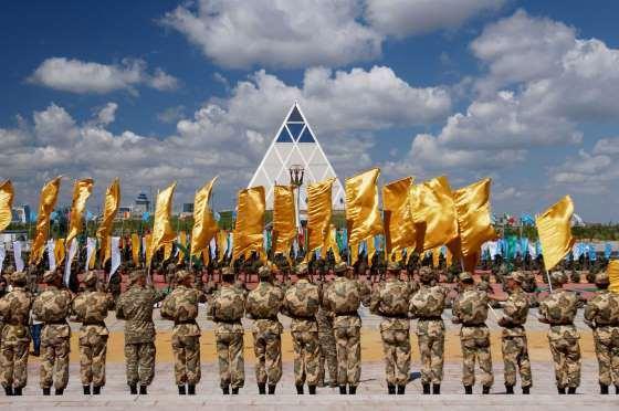 stratos dimokratia kazakstan