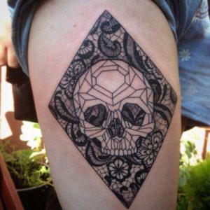 gunaikeia tatouaz mpouti