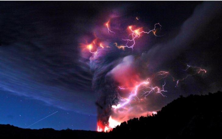 volcanic lightning