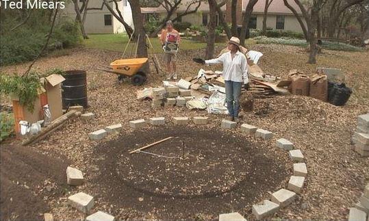 contruct a keyhole garden (step 1)