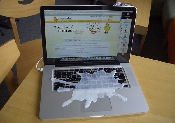 protapriliatiki farsa laptop