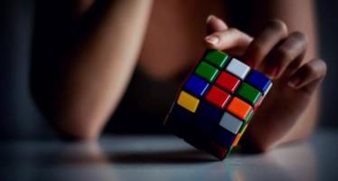 Πώς να λύσω τον κύβο του Ρούμπικ σε 1 λεπτό;