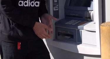 Εσύ τι θα έκανες αν έβρισκες χρήματα στο ATM;