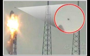 Συνωμοσιολόγοι πιστεύουν πως ο πύραυλος SpaceX χτυπήθηκε από UFO