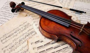 mathe-na-paizeis-kapoio-mousiko-organo-violi-pentagrammo