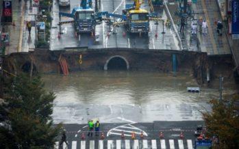 Άνοιξε τεράστια τρύπα και κατάπιε ολόκληρο δρόμο στην Ιαπωνία!