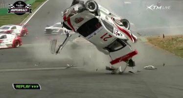 Οι πιο απίστευτες συγκρούσεις με αγωνιστικά αυτοκίνητα!