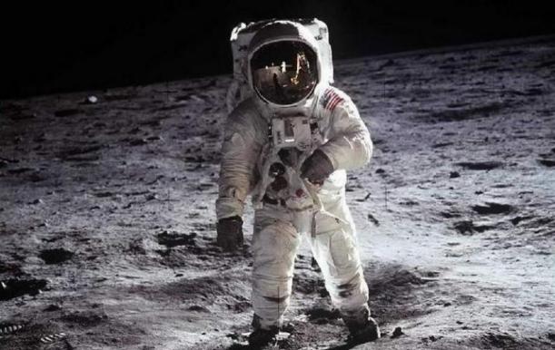 eikones-astronautes-aggouria-net