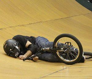 BMX-podilto-atixima-stin-pista