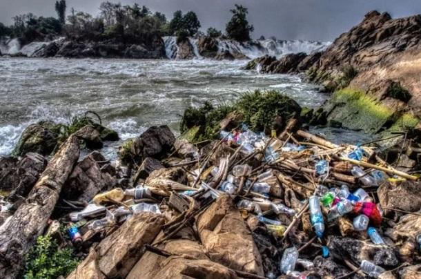 plastika mpoukalia paralies