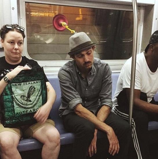 paraksenoi epivates metro