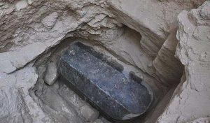 Βρέθηκε το μεγαλύτερο φέρετρο της Αλεξάνδρειας με μήκος 2,5 μέτρα!