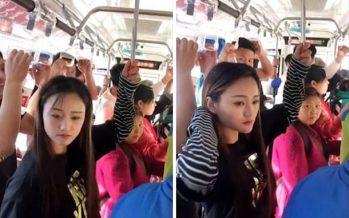 Έτσι κρατιούνται οι επιβάτες στα λεωφορεία της Κίνας!
