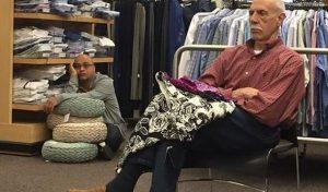 15 Αστείες φωτογραφίες ανδρών χωρίς υπομονή στα ψώνια!